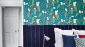Купить обои в спальню арт. 112132  из коллекции Salinas от Harlequin, Великобритания с рисунком листьев и цветов на темно-бирюзовом фоне в салоне обоев Одизайн в Москве