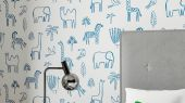 Купить обои Funky Jungle арт. 112629 от Harlequin с наивным изображением силуэтов африканских животных синего цвета на белом фоне в салонах О-Дизайн.