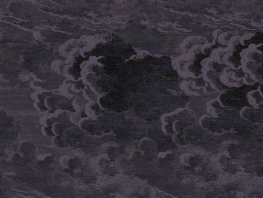 Обои из Англии Nuvolette с изображением мрачных кучевых облаков на темно-фиолетовом фоне для создания интригующей атмосферы в комнате, Fornasetti, Fornasetti Senza Tempo, Английские обои, Обои для комнаты