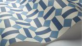 Флизелиновые обои пр-во Великобритания коллекция Seville от Cole & Son, геометрический рисунок под названием Alicatado в синей гамме на белом фоне. Обои для гостиной, обои для кухни, обои для коридора. Купить обои в интернет-магазине, большой ассортимент, бесплатная доставка
