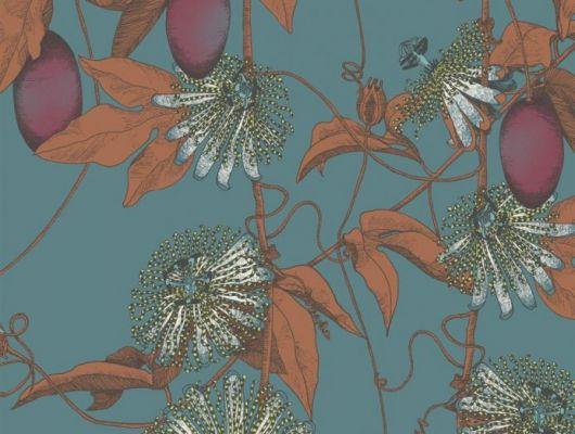 Обои Fardis - Skardu арт. 117080, где представлен изысканный растительный узор из вьющихся стеблей страстоцвета, украшенного необычными цветами и красочными плодами оранжевых и рубиновых оттенков, на фоне структурного металлика цвета морской волны. Обои для квартиры, обои на стену, дизайнерские обои., SHANGRI LA, Обои для гостиной, Обои для кабинета, Обои для кухни, Обои для спальни