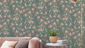 Флизелиновые обои Fardis с растительным орнаментом, где на фоне структурного металлика сизого цвета, красиво разросшиеся стебли вьюнка плетут экзотический трельяж этого прекрасного цветочного дизайна с изюминкой. обои для квартиры, обои на стену, дизайнерские обои.