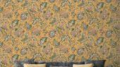 Обои Delphine арт. 11734 от Fardis. Один из архивных дизайнов, послужил вдохновением для их создания, который напоминает старинный гобелен. Растительный орнамент в зеленых, оранжевых и красных тонах выполнен на ярком горчичном фоне. Обои для ремонта, обои для комнаты, красивые обои.