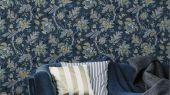 Обои Delphine арт. 11737 от Fardis. Один из архивных дизайнов, послужил вдохновением для их создания, который напоминает старинный гобелен. Растительный орнамент в голубых, желтых  и сизых тонах выполнен на фоне темно-синего цвета. Подобрать обои, растительный орнамент, цветы в интерьере.