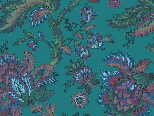 Обои Delphine арт. 11738 от Fardis. Один из архивных дизайнов, послужил вдохновением для их создания, который напоминает старинный гобелен. Растительный орнамент в синих, рубиновых, зеленых и терракотовых тонах выполнен на фоне насыщенного бирюзового цвета. Выбрать обои в гостиную, обои в квартиру, флизелиновые обои., CANTARI, Обои для гостиной