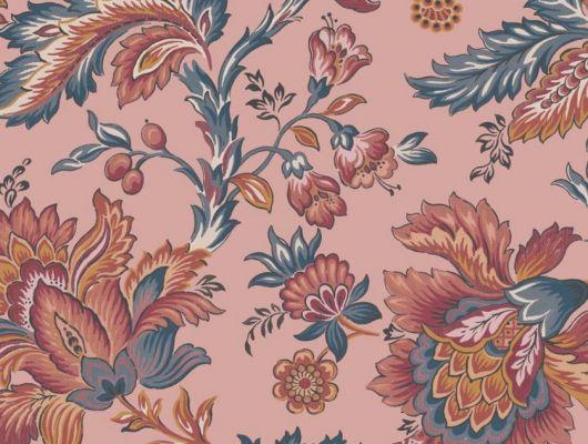 Обои Delphine арт. 11739 от Fardis. Один из архивных дизайнов, послужил вдохновением для их создания, который напоминает старинный гобелен. Растительный орнамент в синих, красных, терракотовых и горчичных тонах выполнен на фоне кораллового цвета. Обои Fardis, Английские обои, выбрать в каталоге., CANTARI, Обои для гостиной