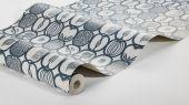 Флизелиновые обои из Швеции коллекция Scandinavian Designers III от Borastapeter под названием FRUKTLADA. Стилизованное изображение различных фруктов и ягод сформировано в геометрический узор и образует некую сетку со множеством мелких деталей. Контуры цвета маренго на сером фоне