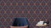 Обои для гостинной с симметричным геометрическим принтом, выполнен роскошном синем цвете с оранжевым.