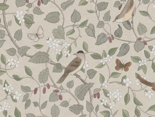 Фото обоев цветочных обоев, «Певчие птицы» украшены, среди прочего, извивающимися ветвями шелковицы, ароматным щерсмином, красивым соловьем и порхающей бабочкой из лесной травы. Дизайнер Сисса Сандлинг создала этот узор мечты мелом и акварелью ранней весной 2021 года. Теперь мы печатаем его в двух цветовых схемах в качестве обоев. Здесь вы видите узор в приятных оттенках коричневого, зеленого, белого, бледно-желтого и приглушенного чернично-красного цвета на фоне мягкого бежевого дна, который прекрасно гармонирует с мягкой зеленью листвы., Special Edition Flowery, Обои для гостиной, Обои для спальни