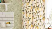 Заказать бумажные обои для гостиной арт. 216689 из коллекции Melsetter от Morris, Великобритания с растительным рисунком из листьев и фруктов зеленого цвета в шоу-руме в Москве.Фото в интерьере