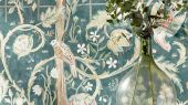 Подобрать панно для гостиной арт. 216706 из коллекции Melsetter от Morris, Великобритания в цвете индиго с крупным  растительным узором в шоу-руме в Москве.Фото в интерьере