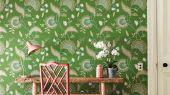 Флизелиновые обои Hakimi арт. 216768 из коллекции Caspian, Sanderson,  со стилизованными стеблями, цветами и листьями на изумрудном фоне купить по цене от поставщика.