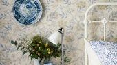 Подобрать бумажные обои для спальни  арт. 216808 Jasmine из коллекции Compilation Wallpaper от Morris с изображением цветка жасмина в пастельных тонах в интернет магазине. Обои в интерьере