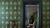Подобрать Обои для гостиной дизайн Montreal арт. 216862 из коллекции Compilation Wallpaper от Morris , Великобритания в зеленом цвете в каталоге. Фото в интерьере.