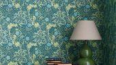 Обои бумажные дизайн Morris Seaweed арт. 216865 из коллекции Compilation Wallpaper от Morris , Великобритания в голубых тонах у узором морских водорослей купить для спальни недорого. Обои в интерьере.
