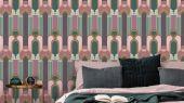 Эффектные обои в спальню с крупным геометрическим рисунком, в голубых цветах с оранжевым.