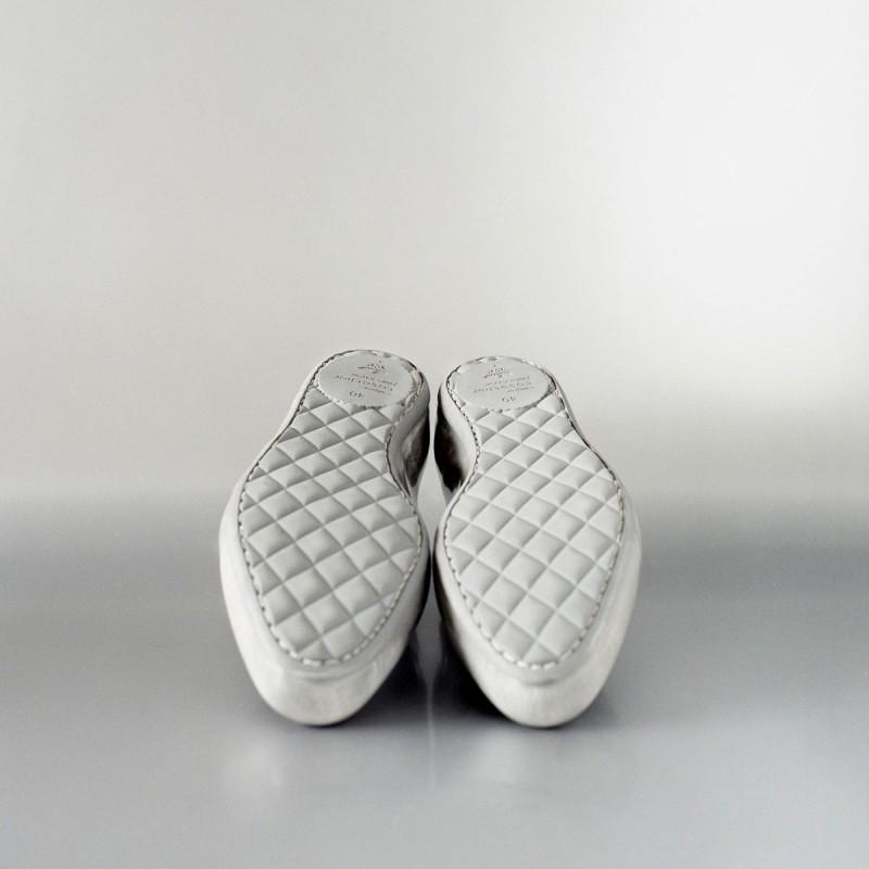 Спортивная подошва на белых оксфордах от дизайнера Jaime Hayon