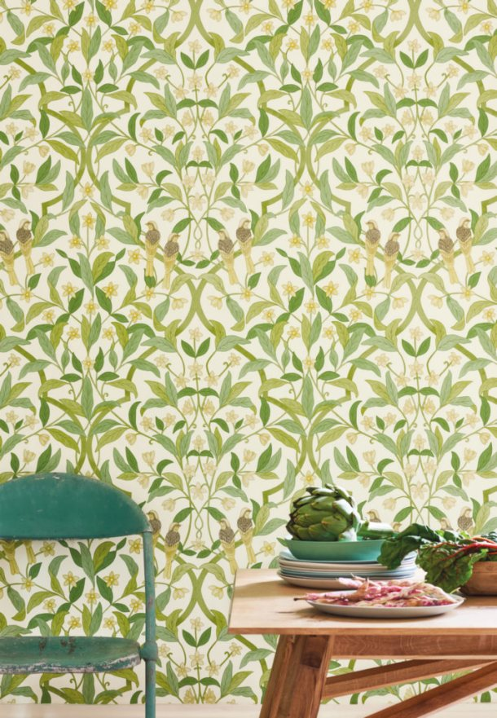 Флизелиновые обои пр-во Великобритания коллекция Seville от Cole & Son, рисунок под названием Jasmine & Serin Symphony изящный растительный узор с птицами на светлом фоне. Обои для гостиной, обои для спальни, обои для кухни. Онлайн оплата, большой ассортимент, купить обои в интернет-магазине Одизайн