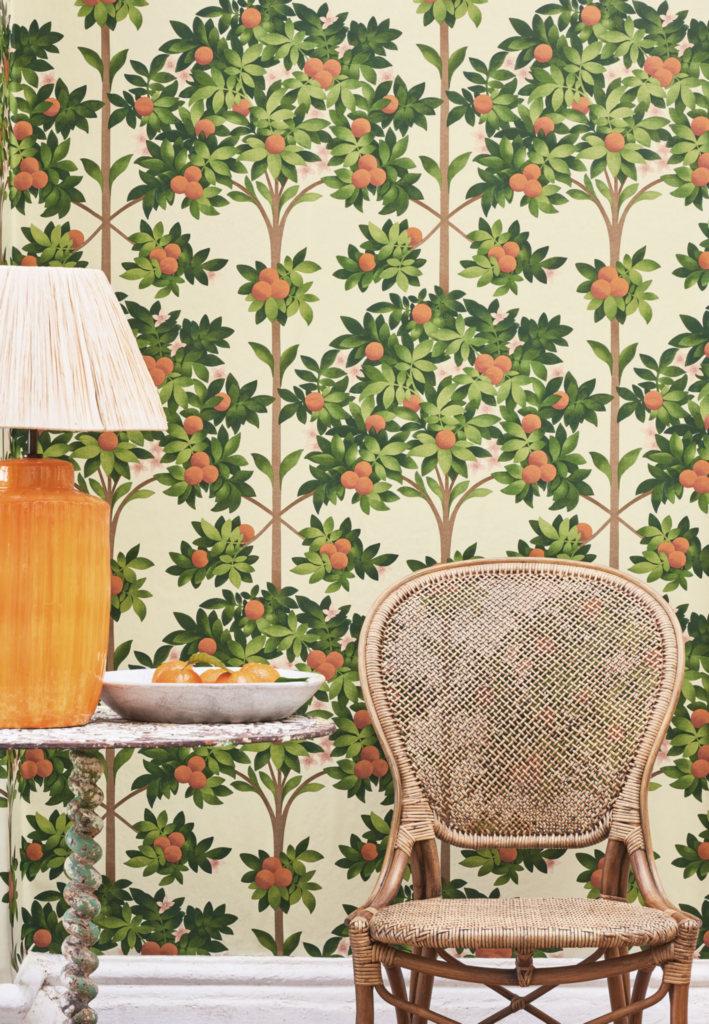 Флизелиновые обои пр-во Великобритания коллекция Seville от Cole & Son, с рисунком под названием Orange Blossom фруктовые деревья на светлом фоне. Обои для гостиной, обои для кухни. Онлайн оплата, большой ассортимент, бесплатная доставка
