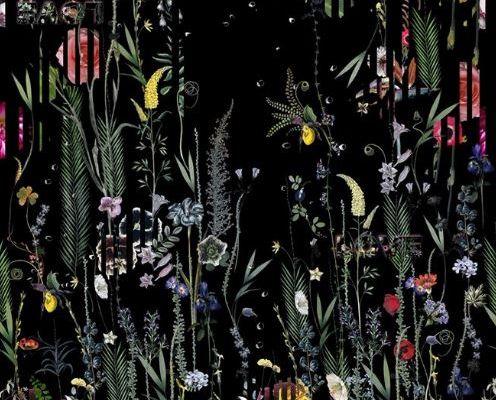 Живописное фотопанно, с оплатной онлайн,PCL7020/01 с изображениями экзотических цветов и растений, которые превращаются в прекраснейшую панораму сада с наложенными яркими черными линиями из флока, подчеркивающими неповторимость стиля Christian Lacroix, Histoires Naturelles, Обои для гостиной, Обои с цветами, Флоковые обои, Фотообои