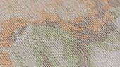 Изысканные крупные цветочные узоры в нежном песочно-желтом цвете на светлом оливковом фоне создадут уют в спальне, гостиной, кабинете или даже в детской. Шведские виниловые обои Collection FOR WALLS можно заказать в магазинах сети компании О-Дизайн или в интернет-магазине.