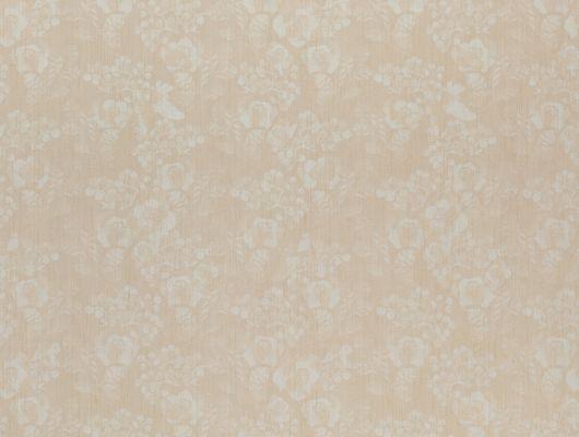 Моющиеся виниловые обои метровой ширины из Швеции коллекция VINYL от Collection FOR WALLS под названием Vera арт 8018 светло-бежевого оттенка с некрупным растительным рисунком белого цвета и блестящими элементами хорошо подойдут для спальни, гостиной, коридора или для кухни. Большой ассортимент можно заказать в интернет-магазине Одизайн., Vinyl CFW, Обои для гостиной, Обои для кухни, Обои для спальни