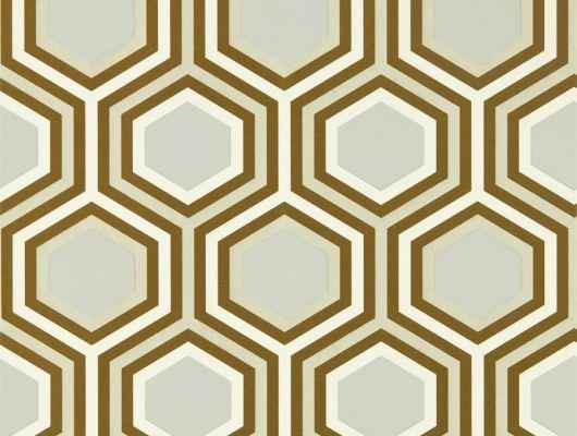 Обои в спальню арт. 112147 дизайн Selo из коллекции Salinas от Harlequin, Великобритания с геометрическим рисунком из гексагонов золотистого и бежевого цвета на сером фоне купить в салоне обоев Odesign, Salinas, Обои для гостиной, Обои для спальни