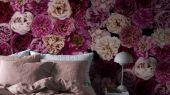 Флизелиновые фотопанно из Швеции коллекция CAPTURED REALITY No 2 от Mr.PERSWALL под названием ROSE WALL. Изображены крупные бутоны роз сиреневых, бордовых, фиолетовых оттенков. Фотообои для гостиной, панно для спальни, фотопанно для кабинета. Купить обои в интернет-магазине Одизайн, бесплатная доставка, онлайн оплата