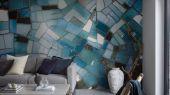 Флизелиновые фотопанно из Швеции коллекция CAPTURED REALITY No 2 от Mr.PERSWALL под названием GLASSLANDS. Абстрактное панно голубого, синего и бирюзового цвета. Фотообои для гостиной, панно для спальни, фотопанно для коридора. Большой ассортимент, купить обои в салоне Одизайн
