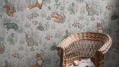 Флизелиновые фотообои из Швеции коллекция Newbie от Borastapeter, с рисунком под названием Forest Friends Mural – Лесные друзья. Крупно изображены растения и обитатели леса на фоне имитации текстиля пол лен. Обои для детской. Оплата онлайн, купить обои, большой выбор, бесплатная доставка