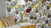 Флизелиновые обои из Швеции коллекция Scandinavian Designers III от Borastapeter под названием GRANATAPPLE. Растительный рисунок. Ветви гранатового дерева с плодами и цветами Фон – нейтральный светлый   Обои для спальни, гостиной, кухни. Бесплатная доставка,
