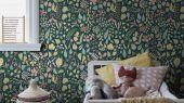 Флизелиновые обои из Швеции коллекция Scandinavian Designers III от Borastapeter   HERBARIUM. Плотный цветочный узор в скандинавском стиле. Розовые и желтые цветы на глубоком  темно-зеленом фоне.