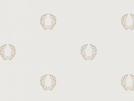 Виниловые обои на бумажной основе напечатаны методом горячего тиснения. Обои металлизированы и имитируют шелковое сияние. Арт.№ 36408 - фоновые обои в классическом стиле, а паттерн в виде золотой триумфальной короны Древнего Рима, придает им торжественный вид. Виниловые обои, широкий ассортимент , Каталог обоев, Silks & Textures II, Обои для гостиной, Обои для кабинета