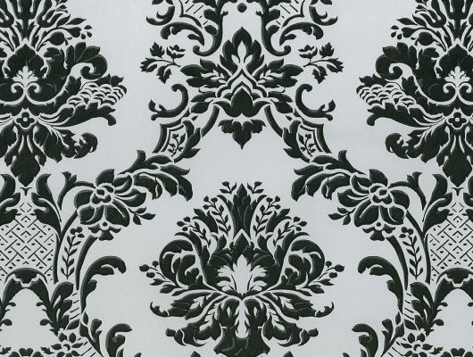 Виниловые обои на бумажной основе напечатаны методом горячего тиснения. Обои металлизированы и имитируют шелковое сияние. Арт.№ 29433 - классический узор широко известных дамасков в масштабе средних размеров и черном цвете на серебристо - сером фоне. Обои в гостиную, стильные обои, ассортимент, Silks & Textures II, Обои для гостиной