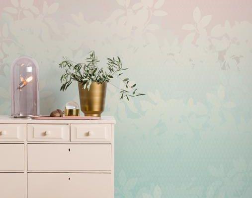 Фото интерьера с фотообоями Faded Leaves от Mr Perswall. Обои в розовых и бирюзовых оттенках с лиственным рисунком., Flowers & Aquarelle, Индивидуальное панно, Фотообои