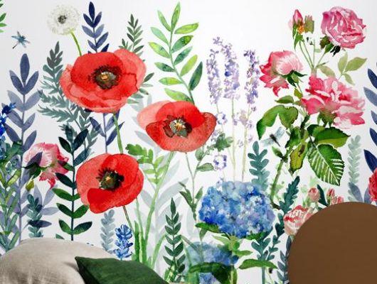 Фото интерьера с обоями Flower Fields от Mr Perswall. Перенеситесь на летний луг, полный ярких цветов и листьев, — не покидая своего дома!, Flowers & Aquarelle, Индивидуальное панно, Фотообои