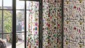 Переплетенные между собой ботанические узоры и графические линии на белом фоне создают воплощение шикарного стиля Christian Lacroix отраженного на флизелиновых обоях PCL7018/02 для стен