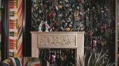 Живописное фотопанно, с оплатной онлайн,PCL7020/01 с изображениями экзотических цветов и растений, которые превращаются в прекраснейшую панораму сада с наложенными яркими черными линиями из флока, подчеркивающими неповторимость стиля Christian Lacroix