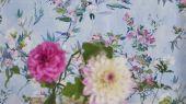 Подобрать Обои для спальни, дизайн Faience арт. PDG1024/01 из коллекции Majolica от Designers guild с цветами на голубом фоне,в каталоге..В интерьере
