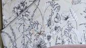 Фотопанно арт. PDG1058/01  из коллекции Mandora от Designers Guild, Великобритания с изображением растений и бабочек в желто-зеленых оттенках. Заказать в шоу-руме  Одизайн, онлайн оплата, бесплатная доставка