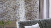 Английские обои для спальни с доставкой по России, арт. PDG649/04  из коллекции Shanghai Garden от Designers Guild, Великобритания с цветочным рисунком пионов  в серо-бежевых тонах  на белом фоне.