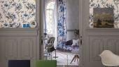 Оплатить прелестные обои для гостиной арт. PDG652/05  из коллекции Shanghai Garden от Designers Guild, Великобритания с изображением бамбука в черно-синих тонах на белом фоне с эффектом акварельного рисунка.