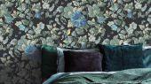 Обои флизелиновые Fardis PARADISE Camila, для спальни, для гостиной, с крупными цветами гибискуса синего цвета и птицами горчичного и синего цвета на черном фоне, купить в интернет-магазин обоев, салон обоев, большой ассортимент, купить обои в Москве, оплата обоев онлайн,  доставка обоев на дом