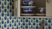 Флизелиновые обои из Швеции коллекция Scandinavian Designers III от Borastapeter под названием  PRUNUS.  Изображены сливы на белом фоне, с доставкой по Москве