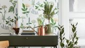 Обои с растительным принтом от шведского дизайнер Лисбет Юбс