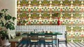 Флизелиновые обои пр-во Великобритания коллекция Seville от Cole & Son, живописный, красочный рисунок под названием Alcazar Gardens. Обои для гостиной. Купить обои в интернет-магазине, бесплатная доставка, большой ассортимент