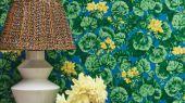 Флизелиновые обои пр-во Великобритания коллекция Seville от Cole & Son, рисунок под названием Geranium яркий цветочный принт на синем фоне. Обои для гостиной, обои для спальни, обои для кухни. Бесплатная доставка, купить обои, большой ассортимент