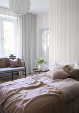 Watercolor_stripe_image_roomshot_bedroom_item_6867_014_PR-256x365