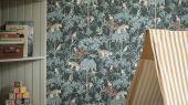 Обои из Швеции коллекция Newbie, с рисунком под названием Wild Jungle с изображением на темно-зеленом фоне разноцветных диких джунглей , маленьких обезьян , попугаев , леопарда .идеально подойдут для спален детей. Большой ассортимент Шведские обои купить, салон обоев ОДизайн, в интернет-магазине, бесплатная доставка, оплата онлайн.