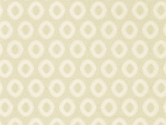 Флизелиновые обои для спальни Tallulah plain hardbour grey от Zoffany из коллекции Folio с современным геометричным орнаментом песочного цвета и мерцающими бликами купить на сайте o-design.ru, Folio, Обои для гостиной, Обои для кабинета, Обои для кухни, Обои для спальни